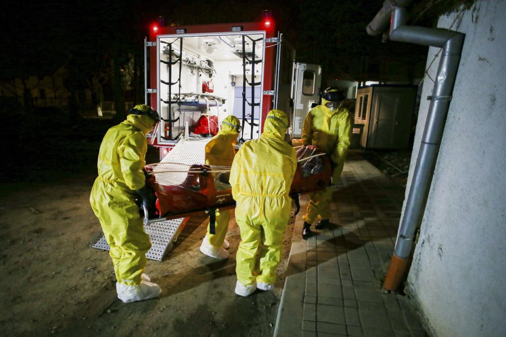 800.000 de cazuri de COVID-19 in lume. Mai multi medici au fost diagnosticati la Spitalul Universitar din Bucuresti, boala a ajuns si la Metrorex
