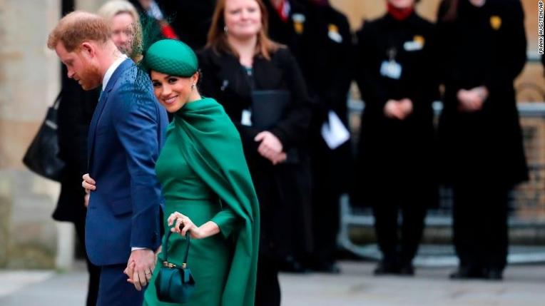 Prințul Harry și Meghan își încep oficial viața non-regală