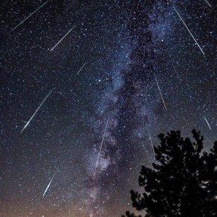 Noaptea vânătorilor de Perseide – Curentul de meteori va înregistra un maxim în noaptea de 11 spre 12 august
