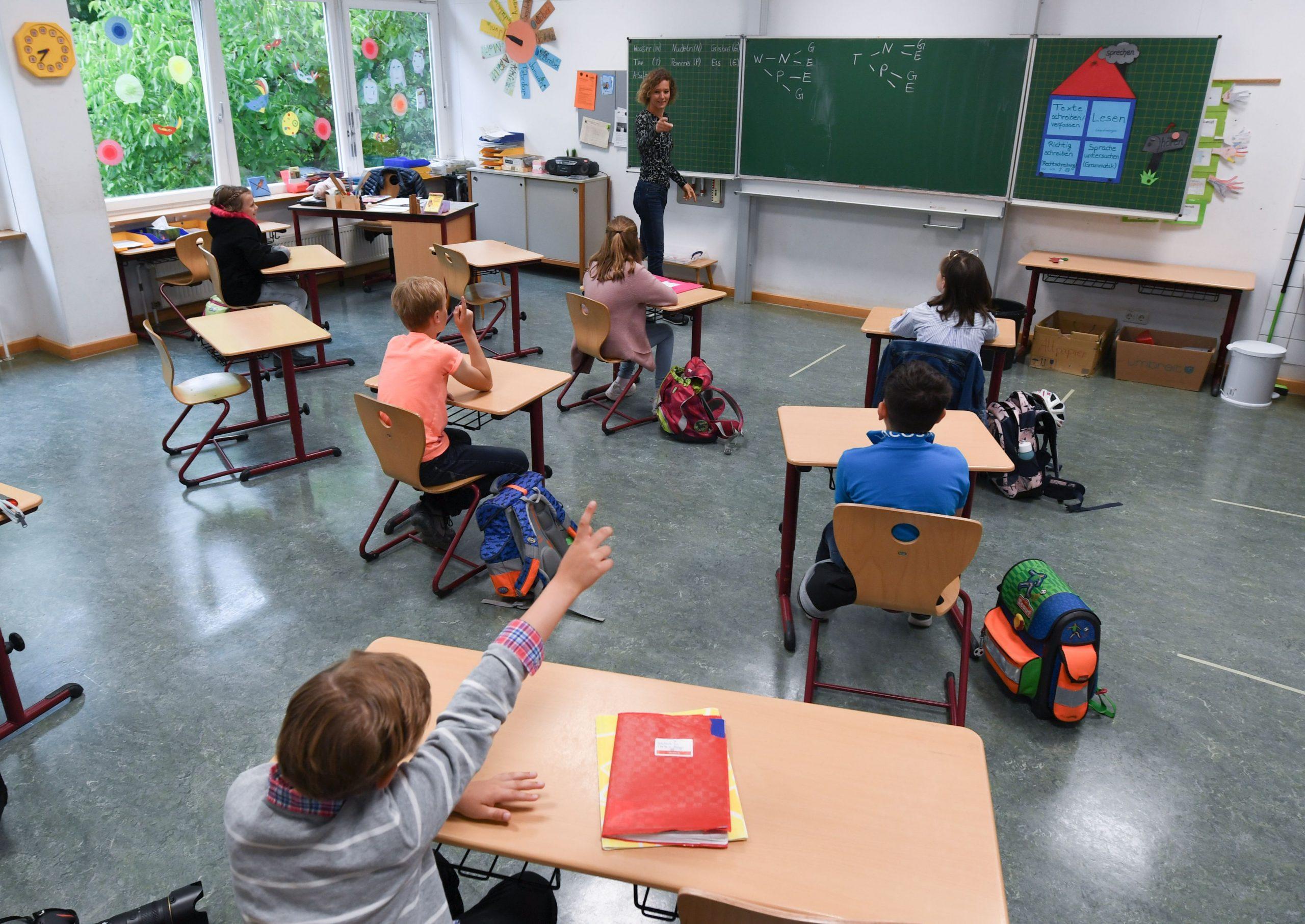 OMS a recomandat redeschiderea școlilor – Avocatul Poporului cere un punct de vedere de la Ministerul Educației