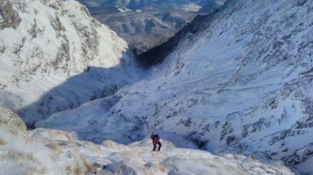 Un schior a fost accidentat într-o zonă foarte periculoasă din Bucegi, unde e risc mare de avalanşă