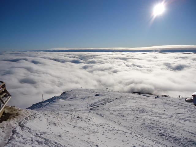 Administratorii domeniului de schi din Sinaia dau asigurări că pârtiile vor rezista în condiţii bune cel puţin până la începutul lunii aprilie
