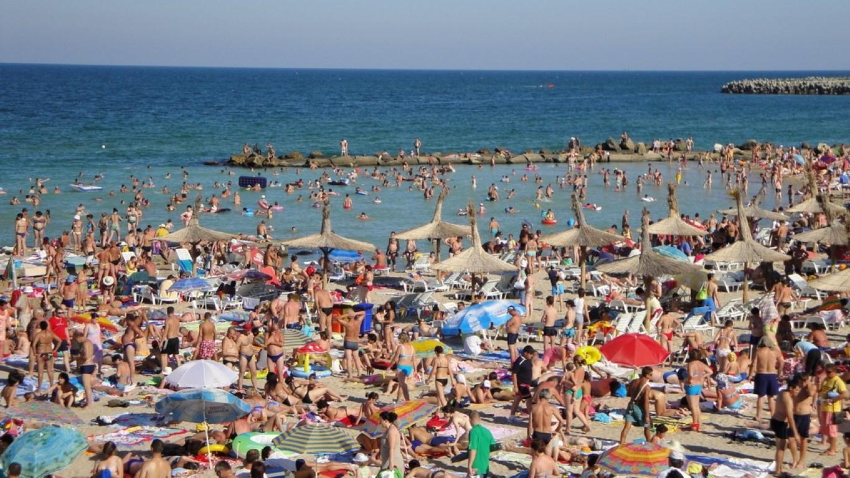 Zile fierbinţi pe litoral. 150.000 de turişti au petrecut weekend-ul la mare, cel mai aglomerat de până acum