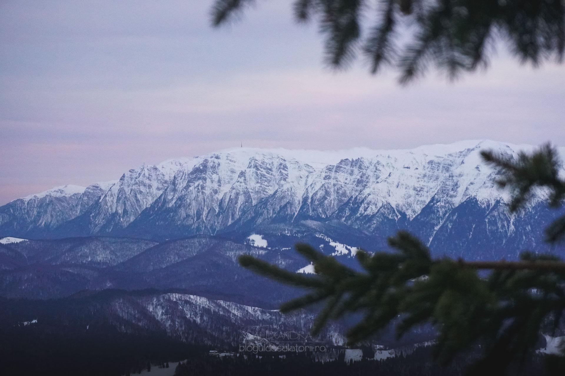 A venit iarna la munte, iar în unele zone stratul de zăpadă are peste zece centimetri